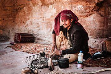 Portret van jonge Bedouïne man van Bjorn Snelders