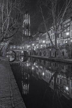 Domtoren, Oudegracht  en Gaardbrug in Utrecht in de avond - zwart-wit sur Tux Photography