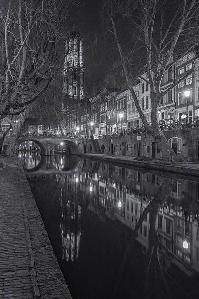 Domtoren, Oudegracht  en Gaardbrug in Utrecht in de avond - zwart-wit van Tux Photography