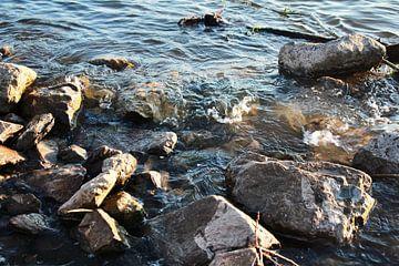 Water met steen van Samira Uddin