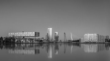 Rotterdam skyline in black&white van