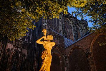 Verzetsmonument op het Domplein in Utrecht voor de Domkerk von
