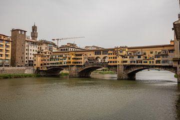 Ponte Vecchio (Vecchio brug) in Florence , Italy van Joost Adriaanse