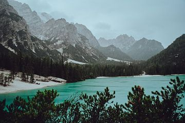 Lago Di Braies, Italie van Eva Ruiten