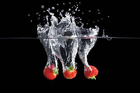 Dynamische bild eines erdbeer-spritzen