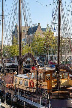 Oude schepen in de Veerhaven Rotterdam van Jeroen Kleiberg