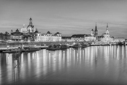 Die Skyline von Dresden in schwarz-weiß