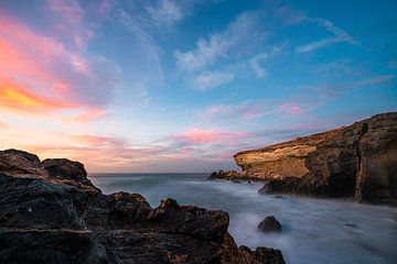 De steenachtige kust in Fuerteventura van Christian Klös