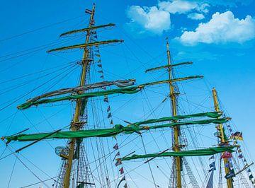 Masten van het tall ship Alexander von Humboldt II , Sail 2015 van Rietje Bulthuis