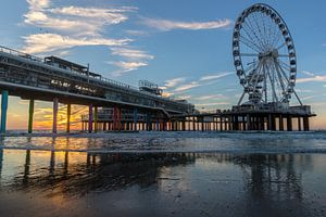 Zonsondergang  aan de pier van  Scheveningen van