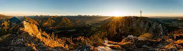 Zonsondergang boven de Allgäuer Alpen met uitzicht op de Sorgschrofen van Leo Schindzielorz