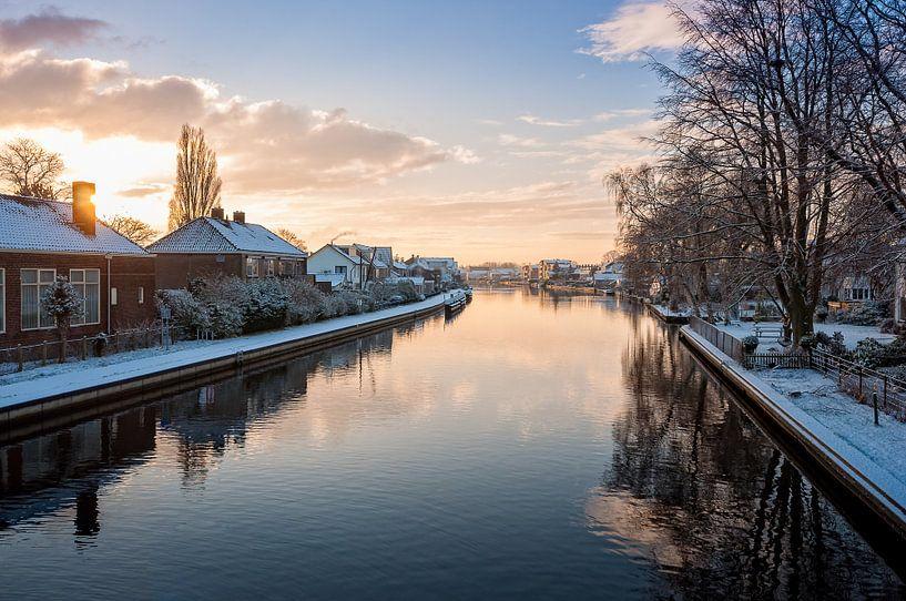 Winters vergezicht over de Rijn van Martijn van der Nat
