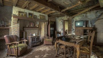 Verlaten woonkamer van een huis van Atelier Liesjes