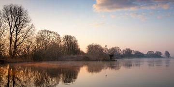 Zonlicht door de mist van Evert Jan Kip