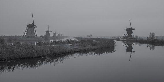 Kinderdijkse molens in zwart-wit - 3