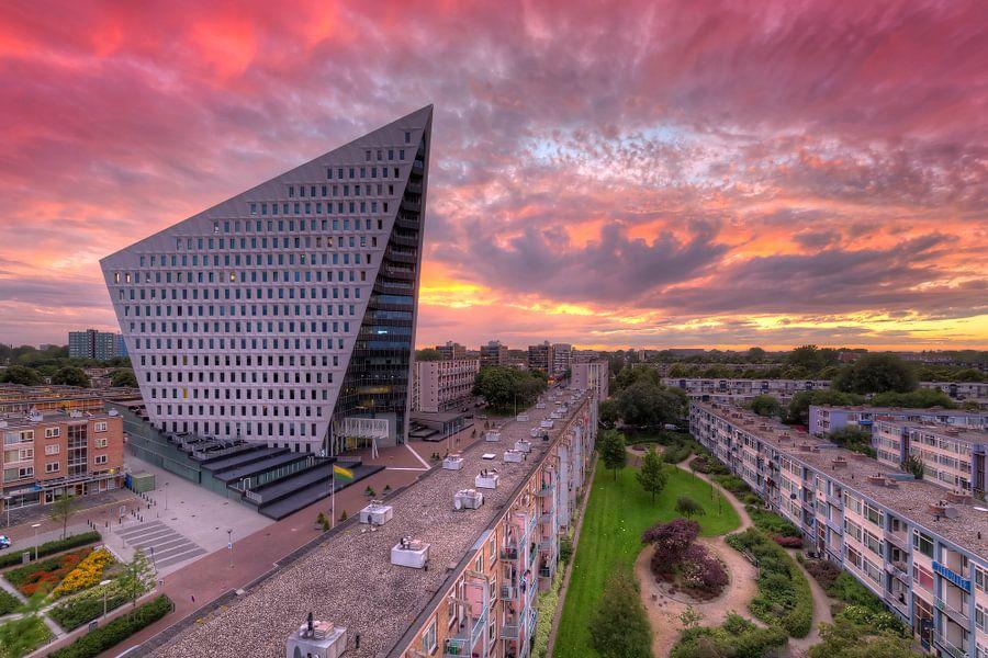 Stadskantoor Den Haag tijdens zonsondergang