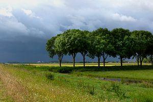 Orage sur l'Eempolder aux Pays-Bas, photo de paysage dans les tons verts et bleus