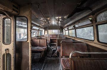 Interieur van een oude bus van Inge van den Brande