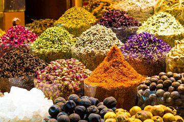 Dubai spice souk, kruidenmarkt Dubai, kleurrijke kruiden