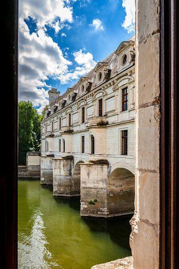 Uitzicht vanaf de binnenkant van Chateau de Chenonceau, Frankrijk van Fotografiecor .nl