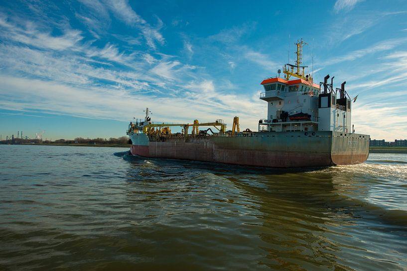 Schip bij de haven vanRotterdam van Brian Morgan