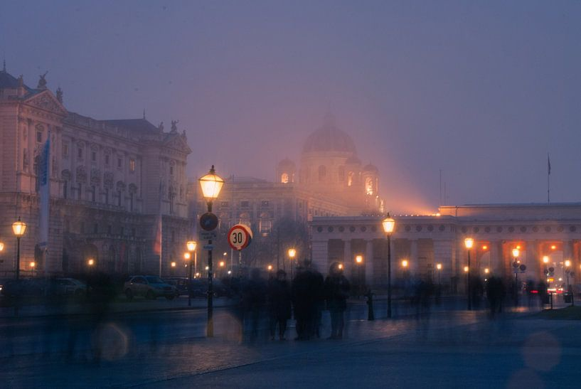 Foggy winter evening in Vienna. van Philipp Stelzel