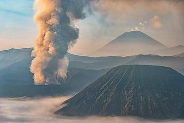 Actieve vulkaan van Manjik Pictures