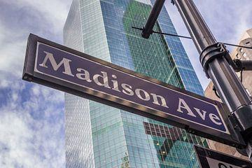 Bord met straatnaam van Madison avenue in New York City, Verenigde staten van Amerika van Marc Venema