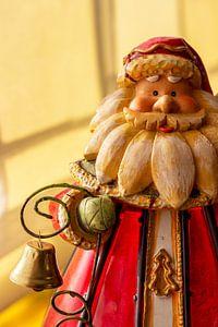 De Kerstman komt en luidt de kerst in met zijn bel van Jani Moerlands