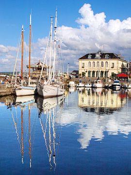 Besinnung im alten Hafen von Honfleur von Ryan FKJ