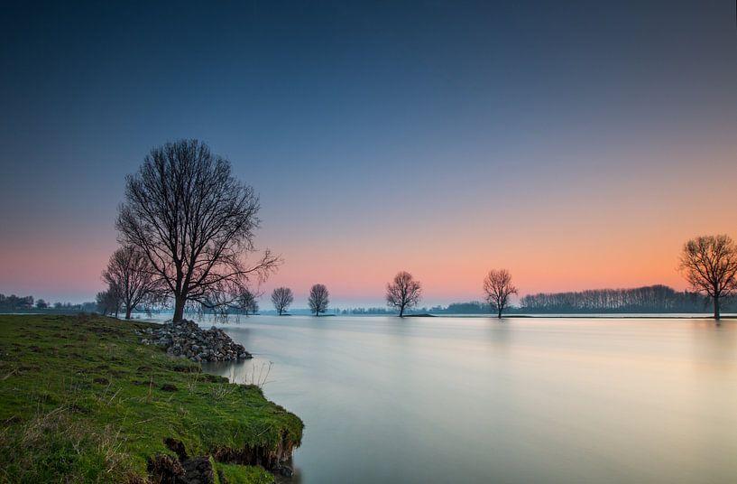 De Maas voor zonsopkomst van Ruud Peters