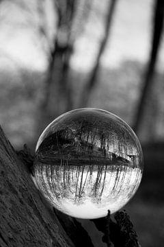 Door een glazen bal #5 von Robert Wiggers