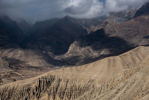 Bewolking op hoogte in de bergen van de Himalaya | Nepal
