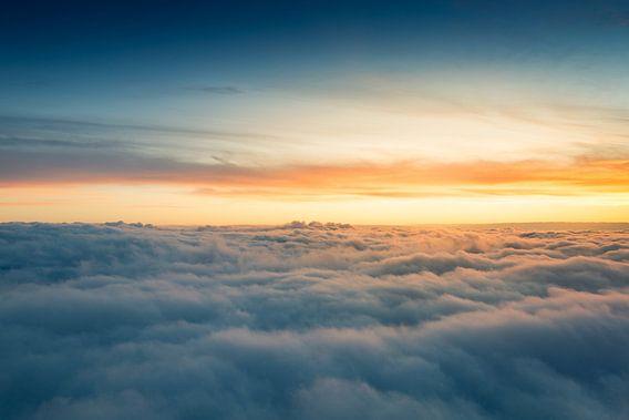 Above the clouds van Niels Keekstra
