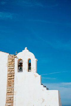 Wit kerkje in Portugal || Reisfotografie Algarve van Suzanne Spijkers