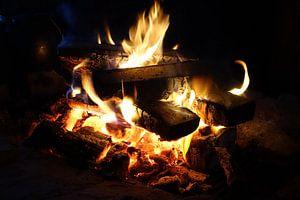 Kampvuur ,  Fireplace, Vuur, warmte  sur Yvonne Balvers