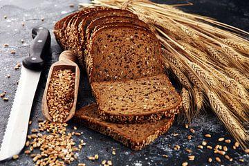 Brood en broodmes met granen van Beats