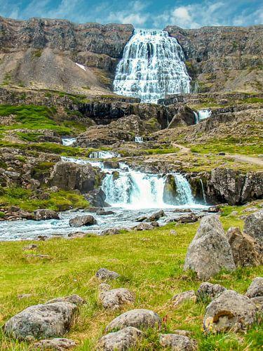 Bergwaterval Dynjandi of Fjallfoss in IJsland
