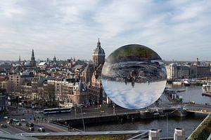 Amsterdam  gezien door een lensbal van Peter Bartelings