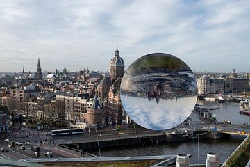 Hartje Amsterdam  gezien door een crystal ball van Peter Bartelings Photography