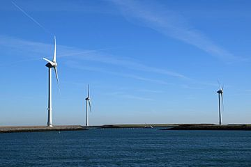 Windmolens voor het opwekken van duurzame energie in de provincie Zeeland van Robin Verhoef