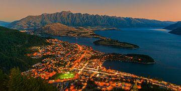 Uitzicht over Queenstown, Zuider Eiland, Nieuw Zeeland van Henk Meijer Photography