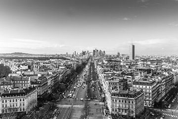 Zicht op La Défense (vanaf de Arc d'Triomphe) van Rob van der Pijll