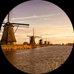 Hollandse Windmolens in Kinderdijk van Andy Van Tilborg