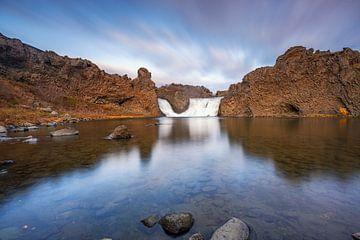 De Hjalparfoss waterval, bekend uit Game of Thrones