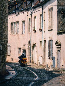 Motor in Beaune (4:3) van Lolke Bergsma
