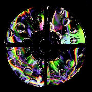CD de musique avec des gouttes d'arc-en-ciel sur Gert Hilbink