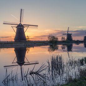 Sunrise behind Kinderdijk van Michael van der Burg