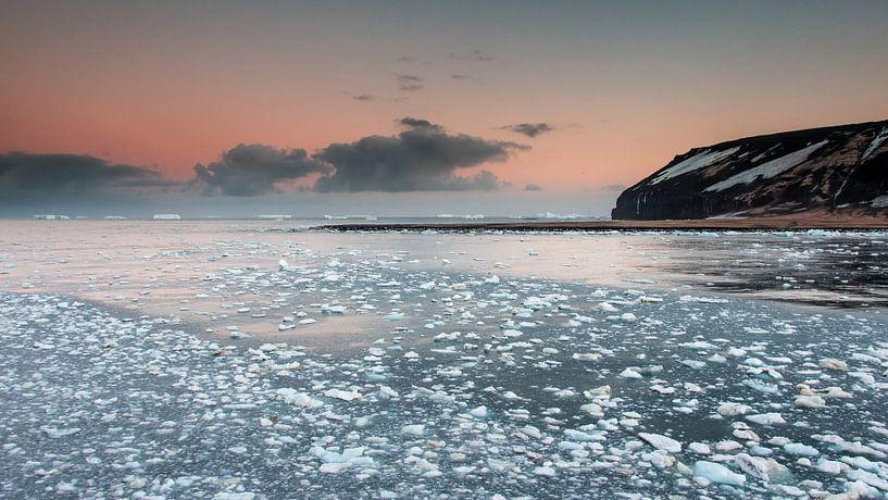 Panorama - IJzige zonsopkomst Antarctica - Cape Adare  van Eefke Smets