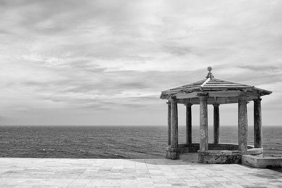 Spaans prieel aan de kust